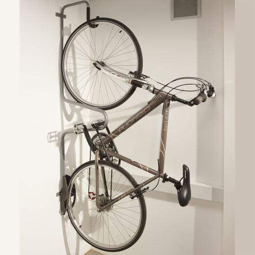 Vešiak pre bicykel s možnosťou uzamknutia