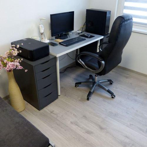 Ochranná podložka pod stoličku na hladké podlahy - samolepiaci