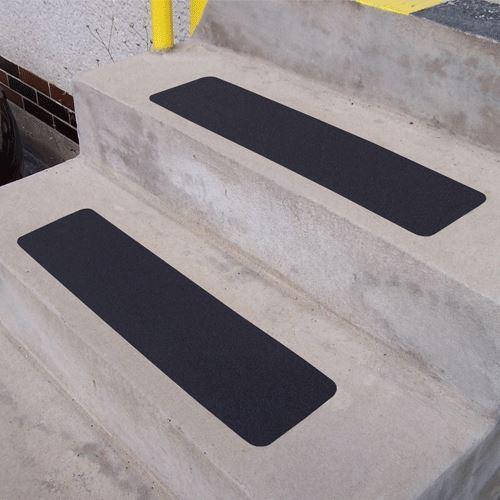 Protišmykový pás korund ČIERNY 152 x 610 mm